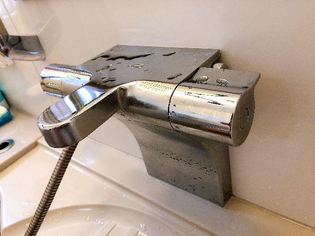 グローエのタワー型サーモスタット式シャワー水栓54470Nの水漏れを苦労して補修しました